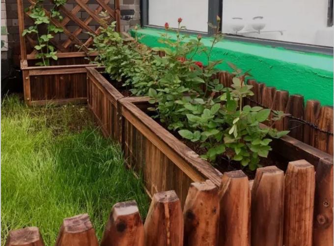 施工完毕后的屋顶花园效果图,包含防水排水层,地上植被及装饰物,这样的楼顶花园您喜欢吗 ?