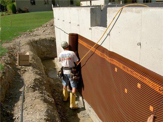 排水板墙面应用:排水板带有一体式终端条。山东共建厂家产品