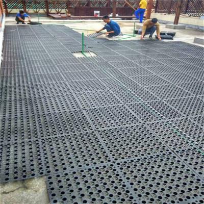 蓄排水板施工场景图