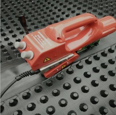 排水板焊接设备-爬焊机