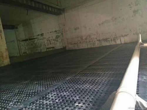 地下室排水板铺设场景图