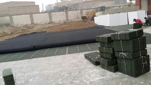 片材车库排水板施工中