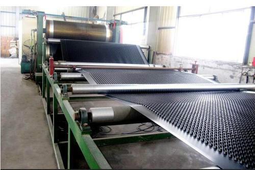 2cm高度排水板生产中