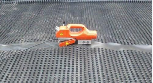 车库排水板焊接施工中