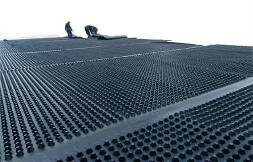 阻根排水板焊接施工中