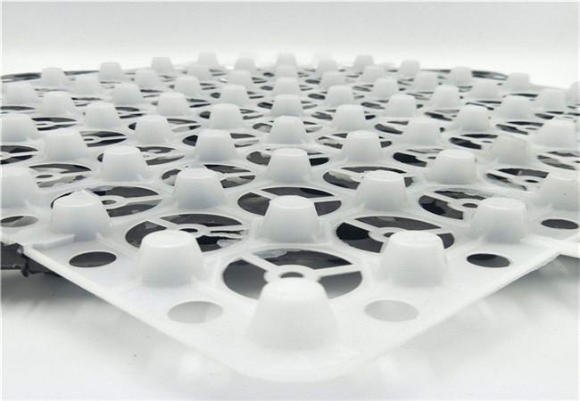 白色蓄排水板