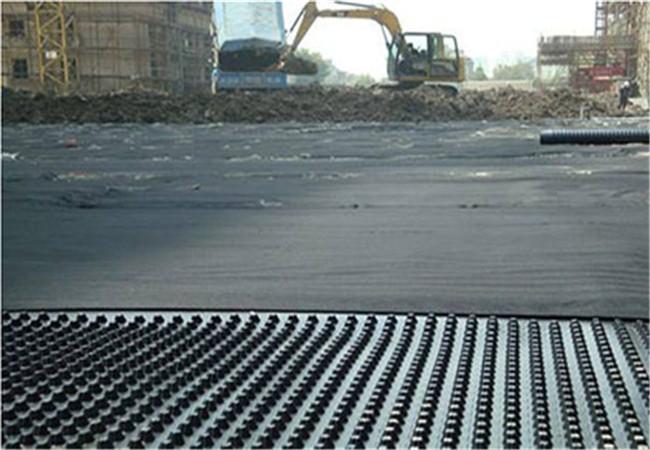 塑料排水板厂家供货,施工方正在施工