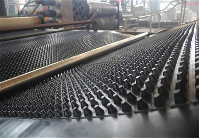 排水板厂家正在生产中展示图