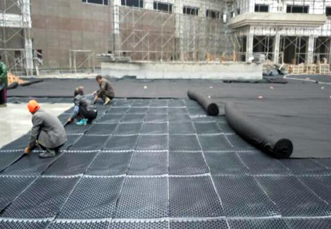 蓄排水板工程施工中图