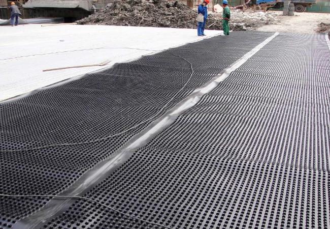 疏排水板厂家在工地指导施工