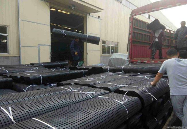 排水板厂家装车发货中